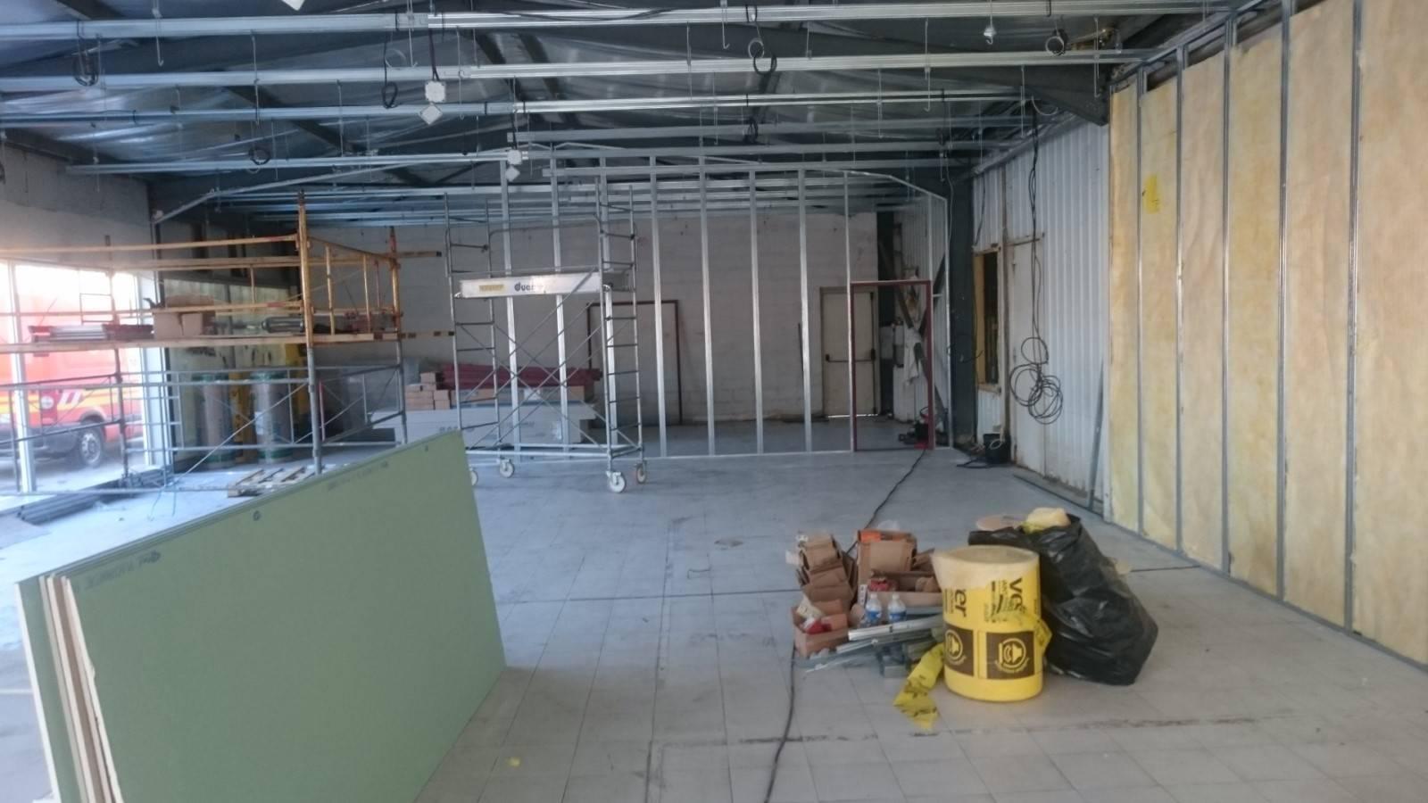 renovation du site renault dacia pertuis pose de cloisons et faux plafond marseille arts bat. Black Bedroom Furniture Sets. Home Design Ideas