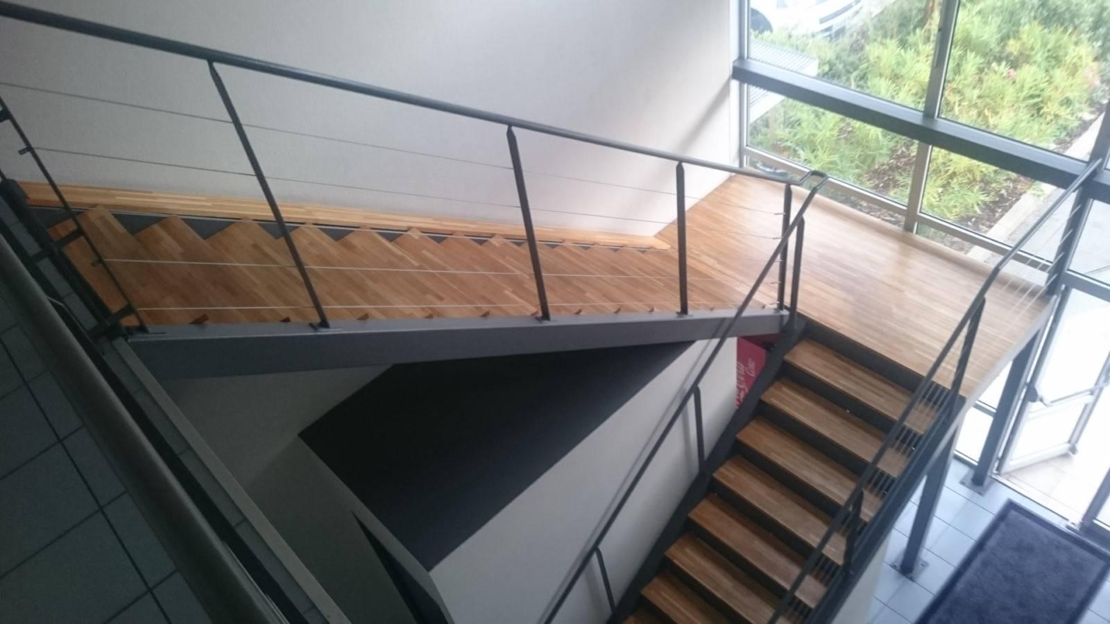 pose de parquet pour habillage escalier procopi gemenos pose de cloisons et faux plafond. Black Bedroom Furniture Sets. Home Design Ideas