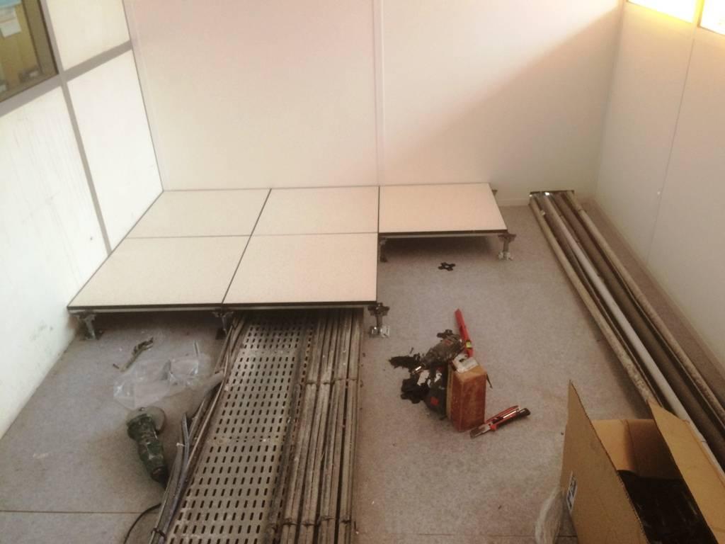 pose de sol en carrelage centre commercial vitrolles 13 pose de cloisons et faux plafond. Black Bedroom Furniture Sets. Home Design Ideas