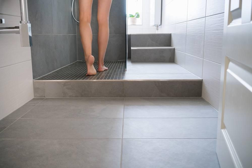 r novation et pose carrelage salle de bain villa cassis 13 pose de cloisons et faux plafond. Black Bedroom Furniture Sets. Home Design Ideas